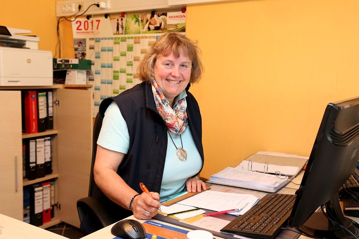 Frauke Clausen, Bürofachkraft
